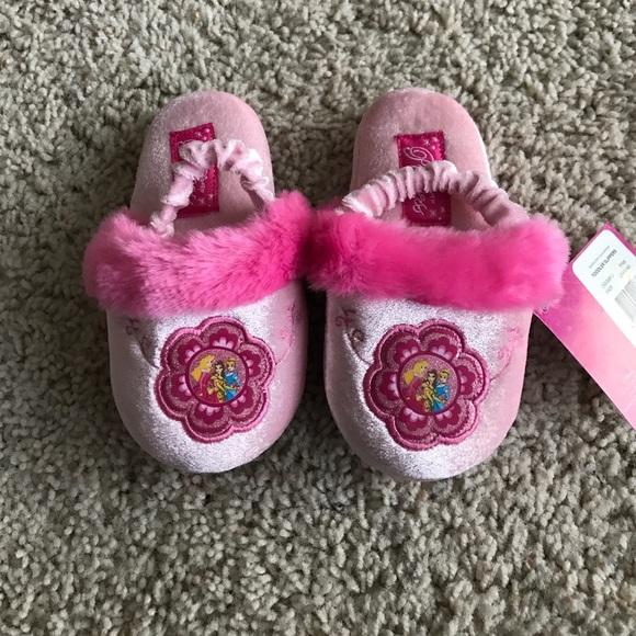 dc3cf3cb285 NWT Disney Princess Slippers