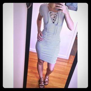 Sans Souci Dresses & Skirts - Stretchy lace-up dress 🌹