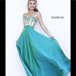 Sherri Hill Dresses & Skirts - SHERRI HILL beautiful gown size 2