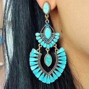 PERUVIAN TURQUOISE BLUE OVAL EARRING