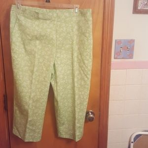 Alfred Dunner Pants - Pretty summer capris size 14 Alfred Dunner
