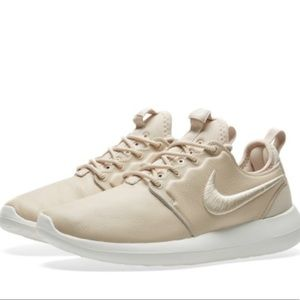 Nike Shoes - Nike Roshe Two SI shoes