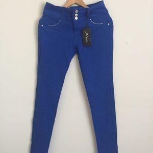 Denim - Sale🎉 NWT Butt Enhancing Blue Jeans