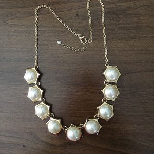 Jewelry - Gold Pearl statement necklace