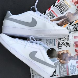 Nike Shoes - Court Majestic Nike W, size 11,5