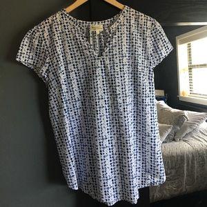 Tops - Versatile blouse, excellent condition.