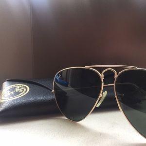 Raybans Ray-bans classic gold aviators