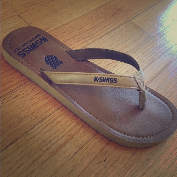 low priced a1051 33b16 Casual athletic tan flip flops - almost new!