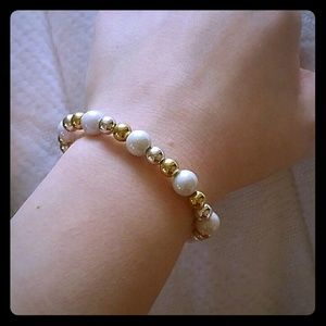 {ES} Gold, silver, and white stretch bracelet