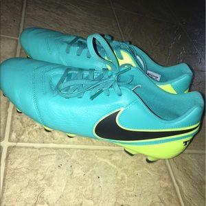 Nike Tiempo Genio II Leather Soccer Boots