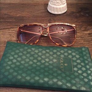 Authentic Gucci sunglasses w Gucci case