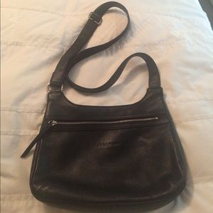 Longchamp Handbags - Longchamp blck Pebbled leather swingpack crossbody
