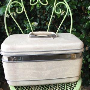 Vintage traveling make up suitcase