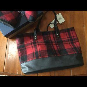Bass Handbags - 💋SALE💋Buffalo plaid tote! Reversible 😀