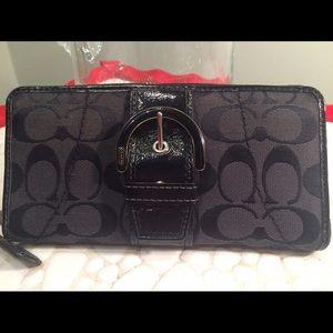 Coach Handbags - Authentic COACH signature canvas accordion wallet