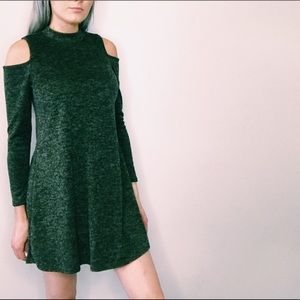 Green Open Shoulder Dress🖤NWT