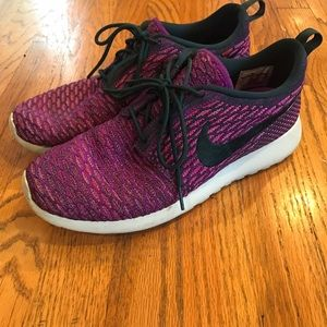 Nike Shoes - Nike flyknit roshe run sneakers. Good condition!!