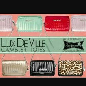 Luxdeville brings you this presting gamler set