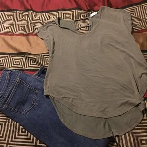 Tops - Super cute Olive green Top