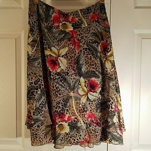 FLORAL PRINT MULTI-TIERED SWING SKIRT