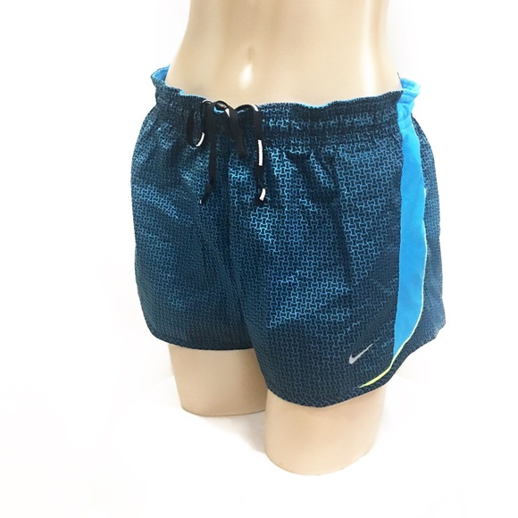 Running shorts for men should be practical whether you are using them for treadmill workouts, marathons, shooting hoops, or cross training. Road Runner Sports has the best unlined, lined, compression, fitted, 2-in-1, and cycling men?s running shorts .