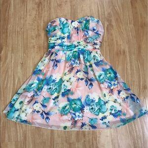 Trixxi Dresses & Skirts - Floral Dress
