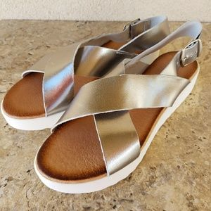 Chocolate Blu Metallic Sandals Size 8.5