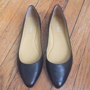 Nine West black leather Pointed toe flats