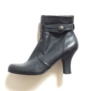 Fashionable leather booties new  Black ankle boots