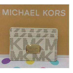 Michael Kors Handbags - NWT Michael Kors vanilla signature card case