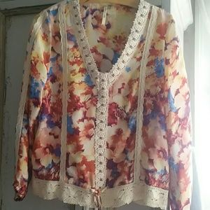 Stunning blouse size small petticoat alley
