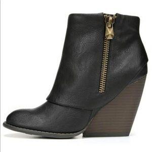 Envy booties by Fergalicious black size 8