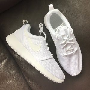 Nike Shoes - Nike Roshe One Sneakers