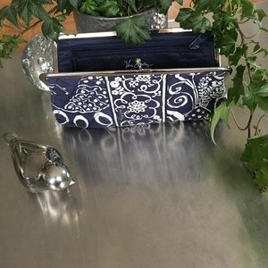 Vera Bradley Handbags - EUC/ Vera Bradley Kisslock wallet