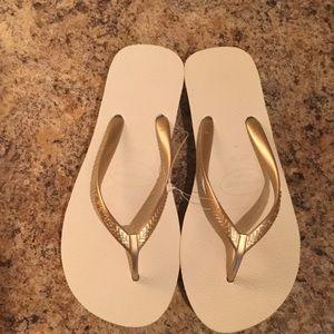 Havaianas Shoes - NWOT Havaianas High Flops