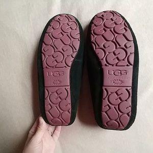dd10a0c115c Ugg Brett Slipper size 7- Black and Pink