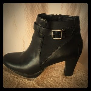 Enzo Angiolini Shoes - Cute Black & Silver Booties - 9.5