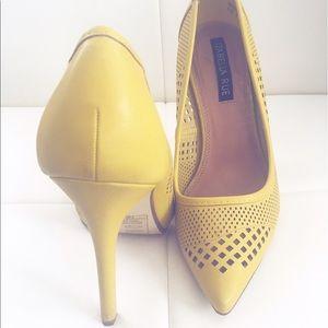 Shoes - Yellow mustard heels