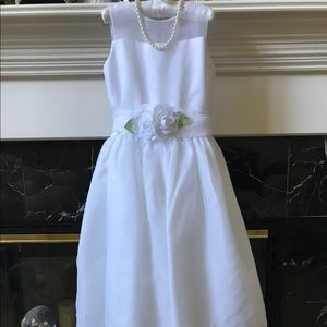 US ANGELS Other - 🌸🌸White Flower Girl Dress Size 10🌸🌸