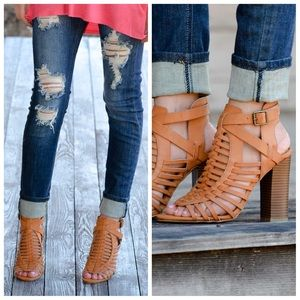 Shoes - ‼️Clearance ‼️tan strappy stacked open toe heels