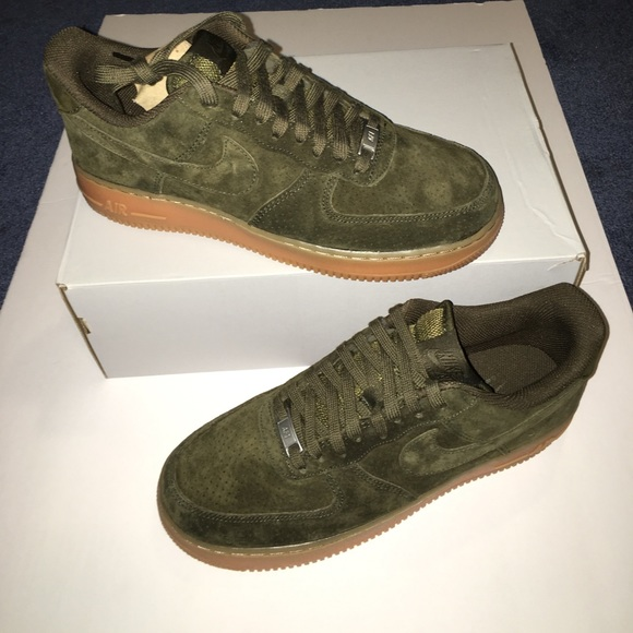 hot sale online 547e1 1e542 New Nike Air Force 1 women's low dark loden suede NWT