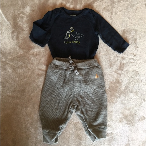 Up for sale is a toddler girl's month long sleeve top and leggings outfit from baby gap new with tags. The top has pink, gray and white stripes with gold glitter polka dots and a peplum style bottom.
