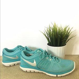 Tiffany blue Nike flex run size 7.5