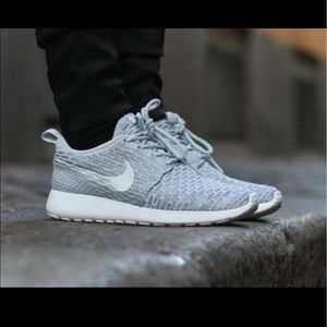 Nike Shoes - Women's Nike Roshe Flyknits