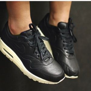 Nike Shoes - Nike Air Max 1 Pinnacle W, size 7,5