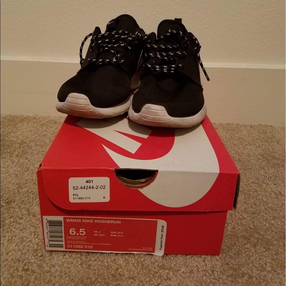 Nike Shoes - Nike Women's roshe run 6.5 black