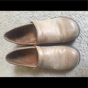 Tan leather Born clogs