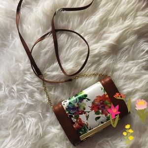 ❣️FINAL CLEARANCE ❣️ Floral Wallet/ Crossbody 