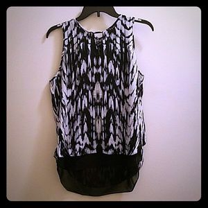 Violet & Claire Tops - 🎉🎉HP🎉🎉Gorgeous Black and White Top