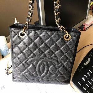 CHANEL Handbags - Authentic black CHANEL bag